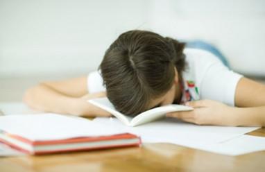 học tập giảm sút, lo lắng học tập, áp lực, căng thẳng, thay đổi môi trường, chia sẻ với gia đình.