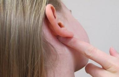 nổi hạch, hạch cứng sau tai, đi khám, viêm mũi họng, hạch to, ung bướu, cuasotinhyeu