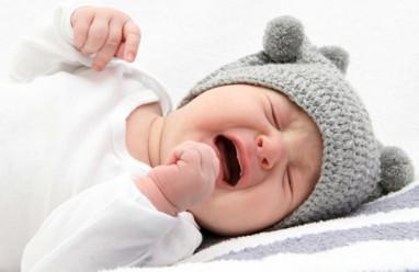 trẻ nhỏ, 3 tháng tuổi, khóc không có nước mắt, tắc tuyến lệ, mắt ướt, trẻ sơ sinh, cuasotinhyeu