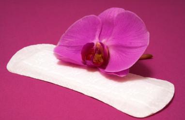 đi làm tóc, có kinh, băng vệ sinh, dùng lại băng vệ sinh, nguy cơ, lây nhiễm, hiv, test nhanh, cuasotinhyeu