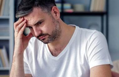 """"""" Cậu bé"""" trở nên yếu ớt hơn là do rối loạn hay là do thiếu hormone ?"""