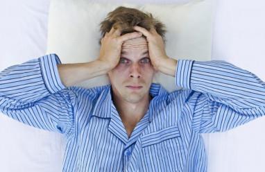 """Nam giới bị mất ngủ vì """"tự xử"""" quá nhiều có nguy hiểm không ?"""