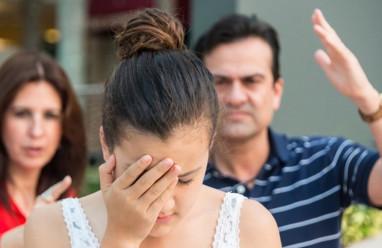 chênh lệch tuổi, ra mắt, phản đổi, không chấp nhận, bố mẹ ngăn cản