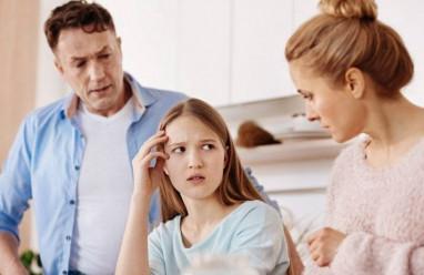 bố mẹ, quản lý quá chặt, mạng xã hội, không cho đi chơi, ngăn cấm