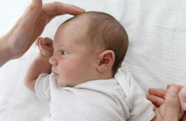 Tại sao trẻ sơ sinh lại có vùng mềm ở đầu khi mới sinh ra ?