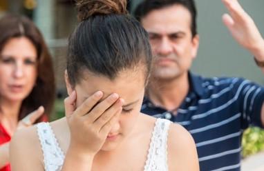 điều tiếng xấu, bạn trai, bố mẹ cấm, sắp đi nước ngoài, không cho cưới