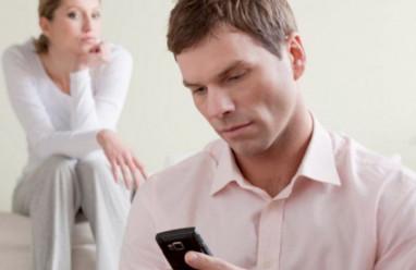 yêu người đã ly hôn, vẫn nhớ vợ cũ, mất niềm tin, lén lút nhắn tin, vợ cũ không tha thứ