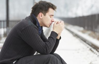 rối loạn lo âu, trầm cảm, chán nản, bỏ học giữa chừng, sống cùng mẹ