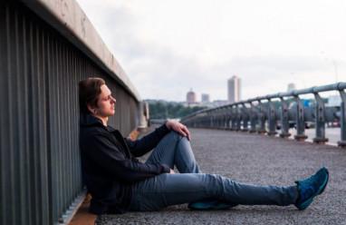 bạn gái, giận hờn, ghen tuông, ích kỷ, chỉ nghĩ đến bản thân, muốn từ bỏ