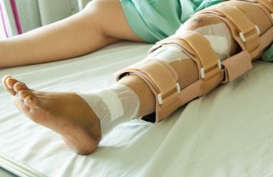 Mới mổ sắp xương được 6 tháng mà đã phải tháo nẹp!!!