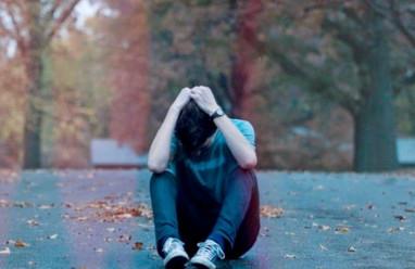 bị cô lập, muốn bỏ học, áp lực, nhà nghèo, hoàn cảnh khó khăn, chưa vào cấp 3