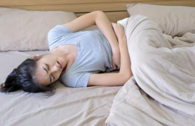 Bỗng bị đau bụng kinh dữ dội chỉ vì một lần làm việc quá mệt!!!