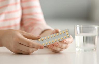 Có nên uống thuốc tránh thai khi đang cho con bú?