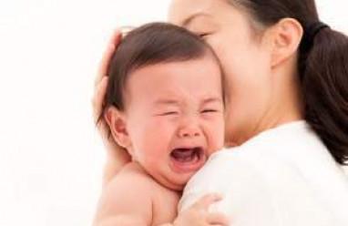 bé khóc, khóc dạ đề, trẻ sơ sinh, khóc gắt, trẻ khó dữ dội, đột ngột, cơn co, lồng ruột