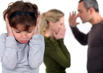 cửa sổ tình yêu, bố mẹ, cãi nhau, tục tĩu, đánh nhau, tổn thương, đau khổ, chấp nhận, thay đổi.