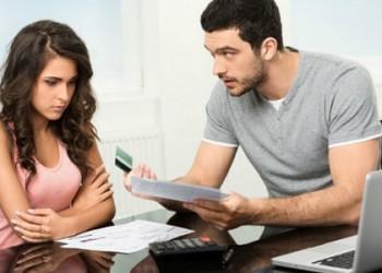 hôn nhân rạn nứt, ly hôn, hôn nhân đổ vỡ, mâu thuẫn tiền bạc, chồng coi trọng tiền bạc hơn tình cảm, cửa sổ tình yêu