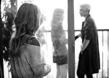 yêu xa, em gái mưa, bạn trai hững hờ, hứa hẹn kết hôn, không quan tâm