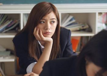 ban học, đang vui, lạnh nhạt,nói chuyện quên thời gian, tập trung học tập