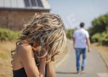 chồng ngoại tình, hàng xóm, quỳ xin tha thứ, đau đớn tột cùng, muốn ly hôn