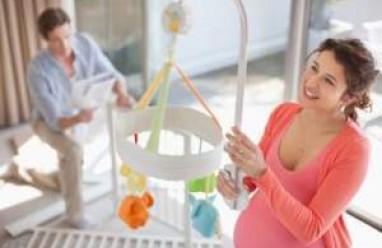 dấu hiệu chuyển dạ mẹ bầu nên biết, thời điểm xuất hiện dấu hiệu chuyển dạ, dấu hiệu chuyển dạ, thai ít quẫy đạp, thai phụ sụt cân, thai phụ bị tiêu chảy nhẹ, thai phụ ra dịch nhớt hồng, rò rỉ và vỡ ối, xuất hiện cơn đau co tử cung, khi nào thai phụ cần tới viện, biện pháp giảm đau khi chuyển dạ