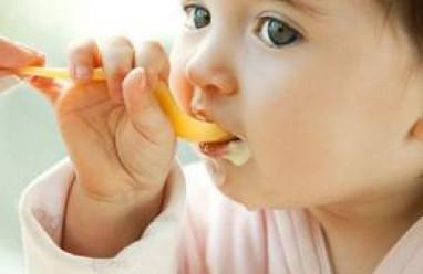 Ăn dặm cho trẻ, ăn bổ sung cho trẻ, thời điểm cho trẻ ăn dặm, chú ý cho trẻ ăn dặm, những thức ăn nên bổ sung cho trẻ, số lượng thức ăn bổ sung cho trẻ theo tháng tuổi, chất lượng bữa ăn cho trẻ.