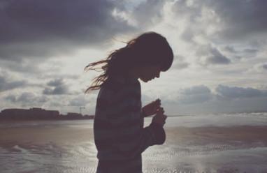 cửa sổ tình yêu, đồng tính nữ, chia tay, quay lại, biết lỗi, tự tử, trầm cảm, dửng dưng.