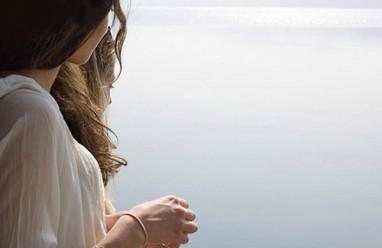 cửa sổ tình yêu, yêu xa, nhạt dần, chia tay, thay đổi, níu kéo, buông bỏ.