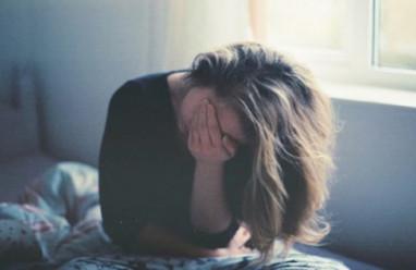 cửa sổ tình yêu, trầm cảm, nhảy sông, tự tử, đâm mình, cầm dao, con cái, gia đình, ly hôn, bố mẹ.