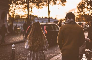 Nghi ngờ tình cảm, người yêu lạnh nhạt, chia tay, tình yêu tan vỡ, níu kéo tình yêu.