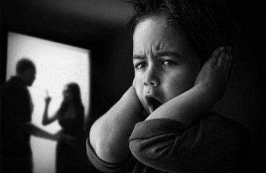Mâu thuẫn tiền bạc, mâu thẫn vợ chồng, Quá mệt mỏi, bao nhiêu năm, bố mẹ đánh cãi nhau.