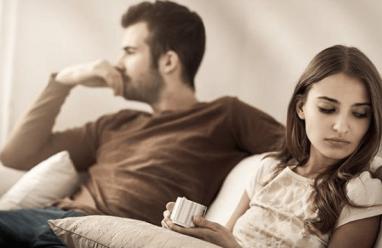 Hôn nhân rạn nứt, Trầm cảm, Mất niềm tin vào chính mình, cuộc hôn nhân hiện tại, nghi ngờ chồng ngoại tình.