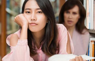 cha mẹ bảo thủ, yêu cầu con quá cao, áp lực lên con cái, điểm số cao, chán nản