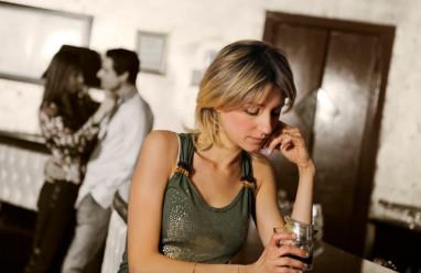 sắp cưới, bạn trai lừa dối, đi chơi với người cũ, nói dối, có nên tha thứ