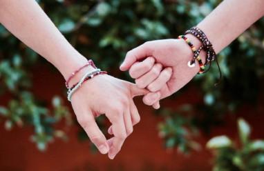 bạn gái thân, muốn tỏ tình, thích hay yêu, cảm xúc lẫn lộn, muốn che chở, tình yêu đồng giới