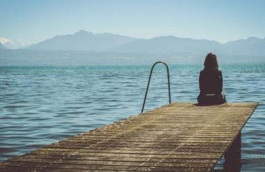 tuổi 18, cô độc, không có bạn, bị sỉ nhục, muốn tử tử, không tâm sự được với mẹ