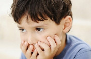 Hướng dẫn mẹ cách nhận biết các dấu hiệu trẻ tự kỷ nhẹ