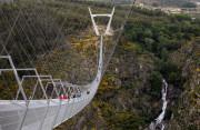 Mở cửa cầu treo đi bộ dài nhất thế giới