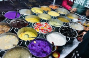 """Tiệm chè Huế """"màu mè"""" 24 món mỗi tối bán 400 cốc gây """"sốt"""" bạn bè quốc tế"""