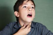 Vì sao nam giới vỡ giọng khi dậy thì?