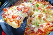 Tự làm bánh Pizza tại nhà thơm ngon không kém gì ngoài tiệm