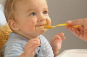 bú mẹ, cho bé ăn, ăn dặm, trẻ sơ sinh, chế độ dinh dưỡng, chế độ ăn, trẻ sơ sinh, 6 tháng tuổi