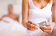sử dụng thuốc tránh thai, thuốc tránh thai khẩn cấp, vô sinh, tác dụng phụ, ra máu nâu, đau bụng dưới, cuasotinhyeu