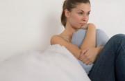 ra dịch nâu khi mang thai, mang thai tuần 5, đau bụng, trướng bụng