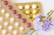 thuốc tránh thai hàng ngày, loại kết hợp, 2 viên/ ngày, progesterone, estrogen, 7 ngày đầu, chưa có kinh, cuasotinhyeu
