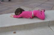 9 tuổi, ngã, sấp bụng, nôn ói, co giật, cảnh báo, tổn thương, đường ruột, gan, cuasotinhyeu
