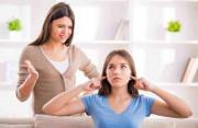 cha mẹ nghiêm khắc, cấm đi chơi, lo cho con, không thoải mái, sợ con hư, chửi mắng