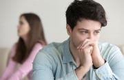 vợ nộp đơn, ly hôn, nợ nần, thất vọng, chán nản, níu kéo hôn nhân