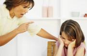phân biệt đối xử, không công bằng với con cái, đánh con, tủi thân, buồn chán