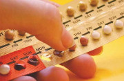 Bị ngứa đùi khi dùng thuốc tránh thai, có nên đổi thuốc hay không ?