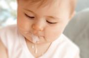 nôn trớ, trẻ sơ sinh, nôn vọt, dấu hiệu bệnh lý nguy hiểm, cuasotinhyeu